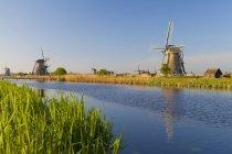 Исторической мельницы водой в Киндердейке, Южная Голландия, Нидерланды — стоковое фото