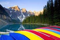 Colorful canoes stacked at Moraine Lake, Banff National Park, Alberta, Canada — Stock Photo