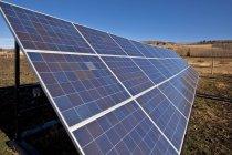 Сонячні батареї на хуторі біля чорний алмаз, Альберта, Канада. — стокове фото