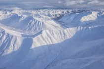 Veduta aerea delle montagne innevate Ogilvie nel Tombstone Territorial Park, Yukon, Canada . — Foto stock