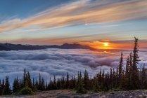 Ковдра хмари на заході сонця в Олімпійського національного парку гори на заході сонця, Вашингтон, США — стокове фото