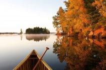 Canoe prow in autumnal scenery on Kahshe lake in Muskoka, Ontario, Canada — Stock Photo