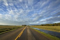 Scenic cloudscape over Grand Valley Road near Cochrane, Alberta, Canada — Stock Photo
