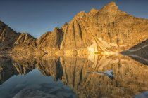 Sunrise light on Radalet Peak, Yukon Coastal Range near Carcross, Yukon. — Stock Photo