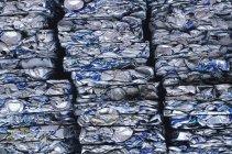 Reciclagem de coleção esmagada de latas de alumínio, quadro completo — Fotografia de Stock
