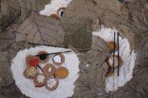 Accessori religiosi per puja ai ghats, Varanasi, India — Foto stock