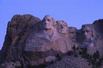 Monte Rushmore talla en piedra de los presidentes de EE.UU. al amanecer en Dakota del Sur, EE.UU. - foto de stock