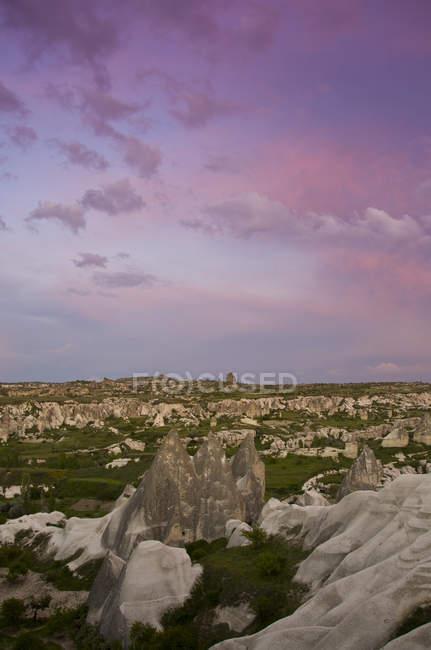 Camini di fata di Goreme nella valle della Cappadocia, Anatolia, Turchia — Foto stock