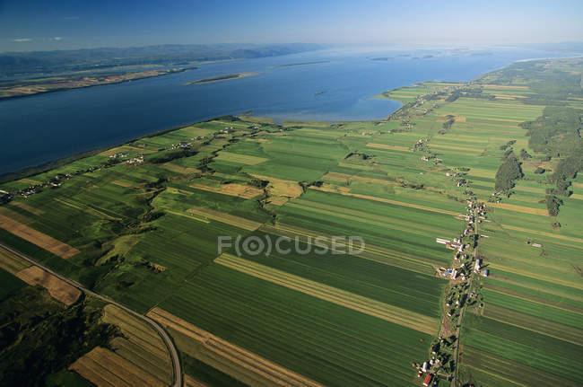 Vista aérea de South Shore con el río Saint Lawrence en Quebec, Canadá . - foto de stock
