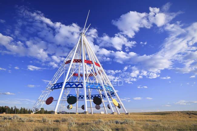 Plus grand tipi de Saamis Teepee, Medicine Hat, Alberta, Canada — Photo de stock