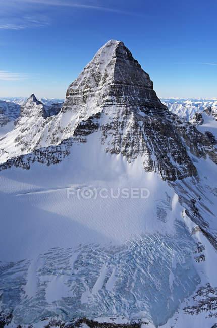Ripide cime innevate Mount Assisniboine, British Columbia, Canada — Foto stock