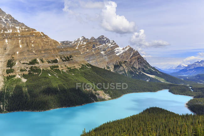 Mountain landscape with turquoise water of Peyto Lake, Banff National Park, Alberta, Canada — Stock Photo