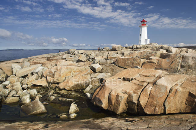 Iconic Peggy Cove lighthouse on granite shoreline of Nova Scotia, Canada. — Stock Photo
