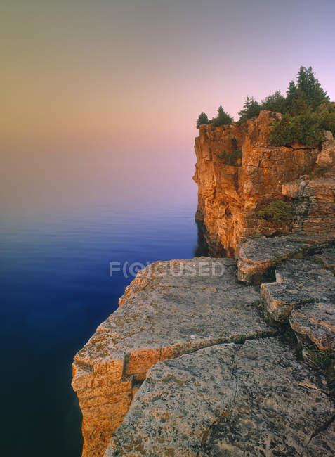 Скелястий берег на Півострів Брюс, Онтаріо, Канада. — стокове фото