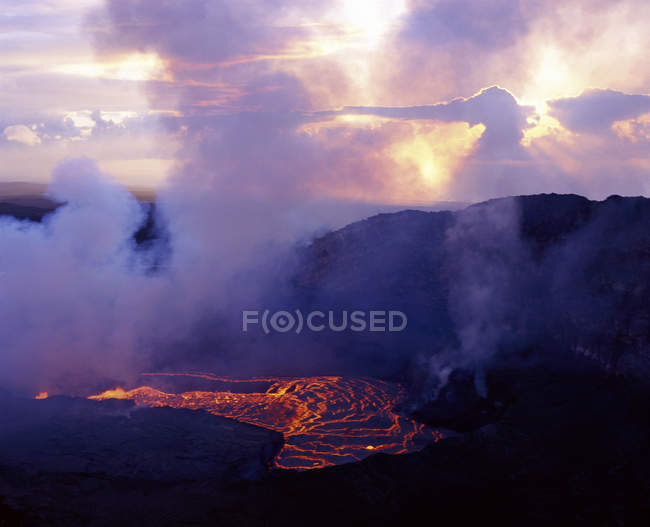 Aerial view of flowing lava of erupting Kilauea in Volcanoes National Park, Hawaii, USA — Stock Photo