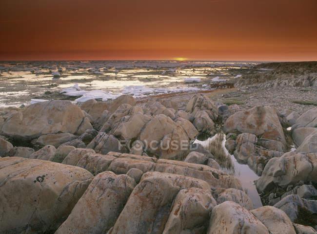 Tramonto su Bird Cove a Hudson Bay, Churchhill, Manitoba, Canada — Foto stock