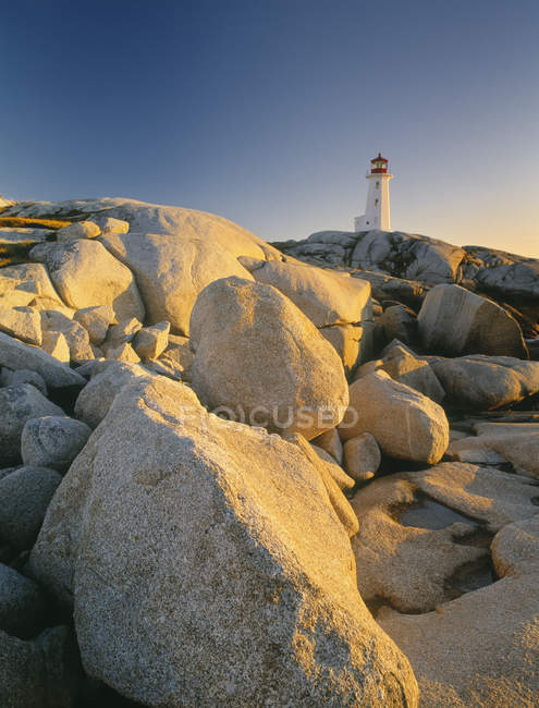 Phare de Peggy Cove au crépuscule en Nouvelle-Écosse, Canada. — Photo de stock