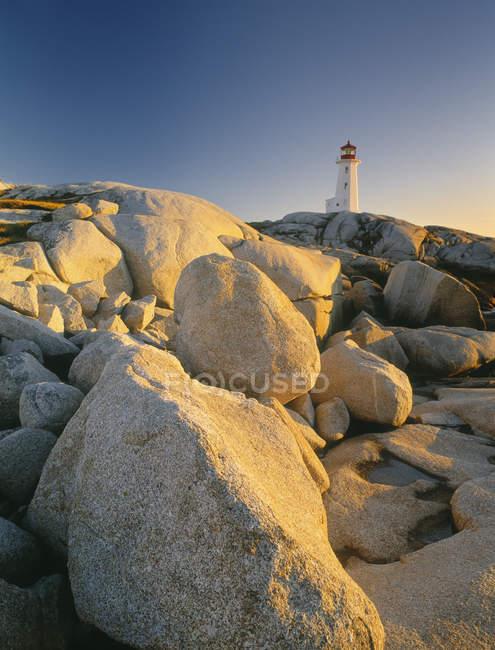 Faro di Peggy Cove al crepuscolo in Nova Scotia, Canada. — Foto stock