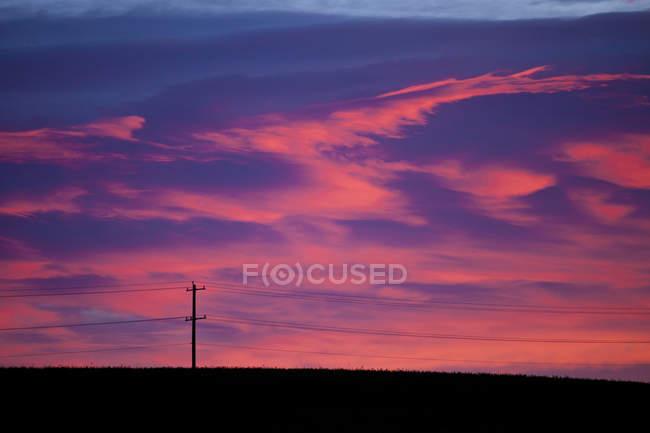Розовое облако шаблон на рассвете недалеко от Калгари, Альберта — стоковое фото
