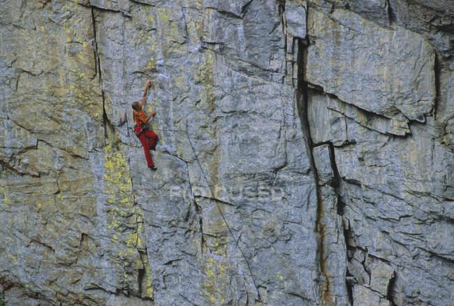 Скалолазание по скалам на Тоттеринг-Пиллар-Уолл, Гранд-Каньон, Скаха-Блаффс, Пентиктон, Британская Колумбия, Канада — стоковое фото