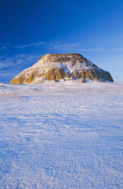 Замок Butte в засніжених пейзажем великий брудно Badlands, Саскачеван, Канада — стокове фото