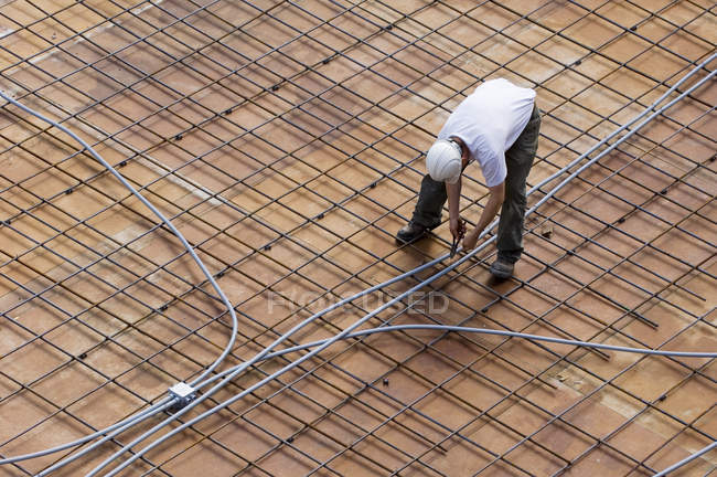 Construction site with worker on site platform, Vancouver, British Columbia, Canada. — Stock Photo