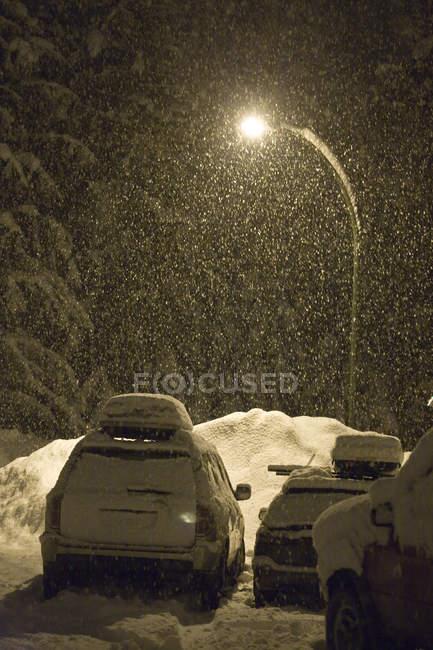 Nighttime winter snowfall in parking lot in Revelstoke, British Columbia, Canada — Stock Photo