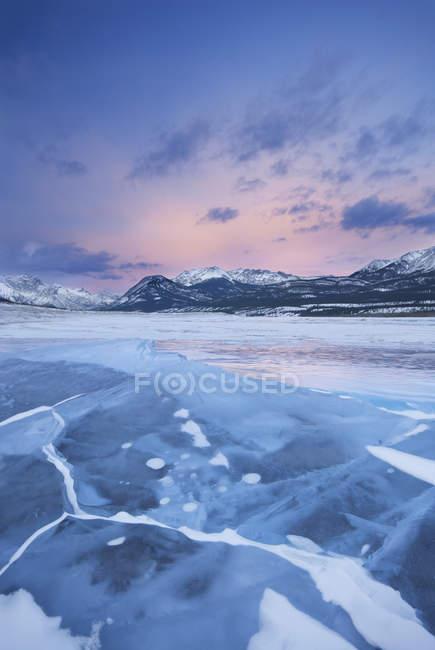 Авраам озеро, Маунт Уильям Бут и смонтировать Авраама, Кутеней равнины, Альберта, Канада — стоковое фото