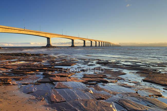 Konföderationsbrücke am jourimain in new brunswick, kanada. — Stockfoto