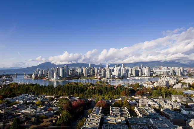 Город с стадион в False Крик, Ванкувер, Британская Колумбия, Канада — стоковое фото