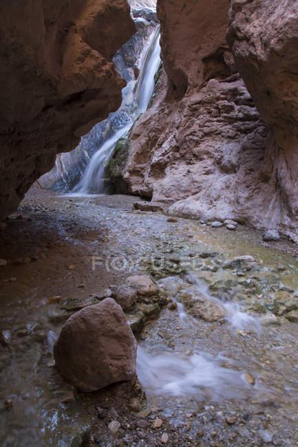 Cachoeira da garganta perto do rio Colorado, Grand Canyon, Arizona, EUA — Fotografia de Stock