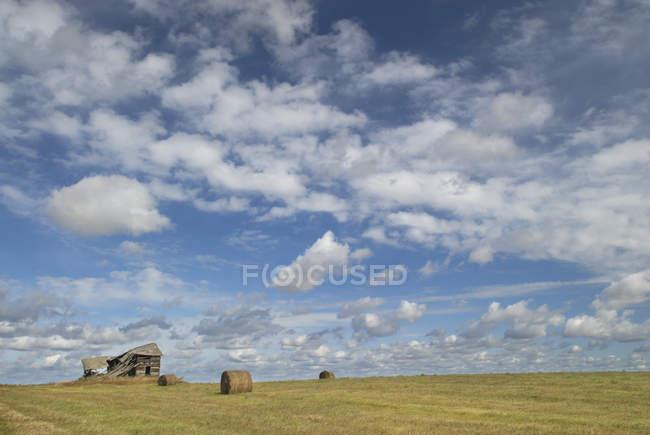 Old barn near Fort Saskatchewan, Alberta, Canada — Stock Photo
