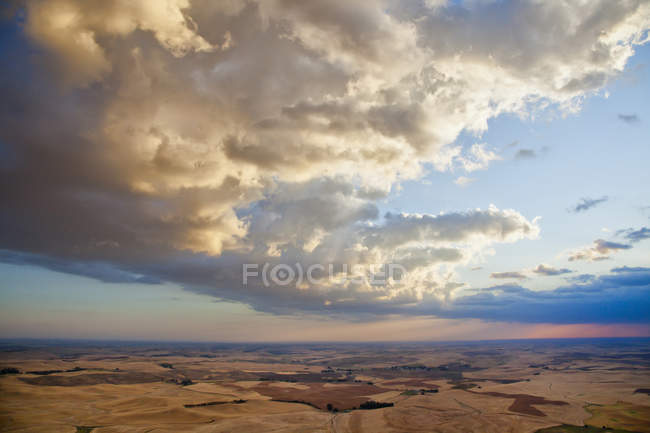 Storm clouds over Palouse region of eastern Washington State, USA. — Stock Photo