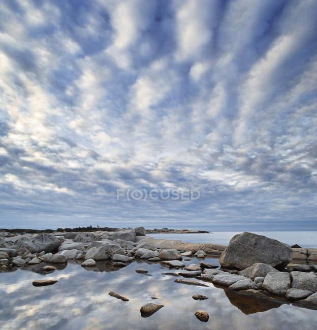 Shoreline e baia a Peggy Cove, Nuova Scozia, Canada — Foto stock
