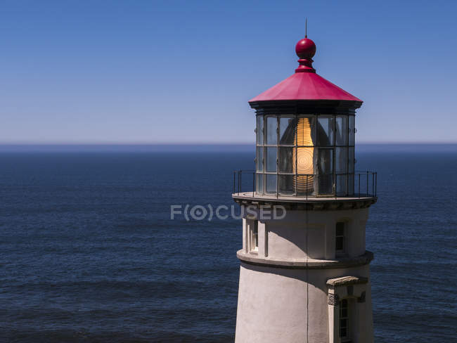 Cropped view of Heceta Head Lighthouse on shore in Oregon, USA — Stock Photo