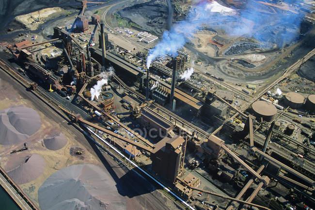 Пташиного польоту промислових сталі млин, Гамільтон, Онтаріо, Канада. — стокове фото