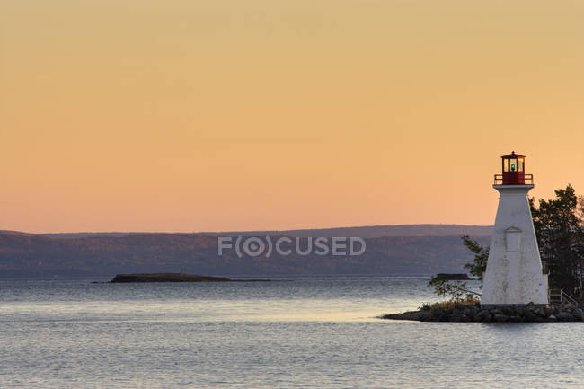 Kidston Island Lighthouse on shore of Baddeck on Cape Breton Island in Nova Scotia, Canada. — Stock Photo