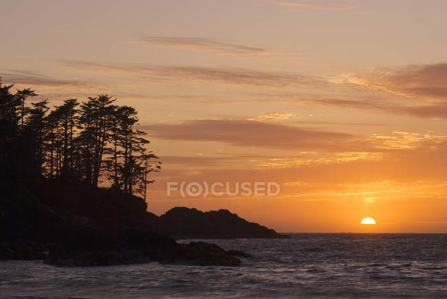 Захід сонця на Chesterman пляжі біля Tofino, острова Ванкувер, Британська Колумбія, Канада. — стокове фото