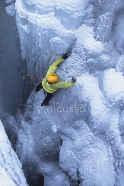 Ice climber making way up on rocks in Kootenay National Park, British Columbia, Canada — Stock Photo