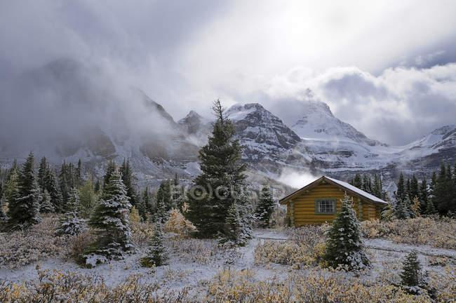 Домик горы Ассинибойн Lodge, гора Ассинибойн Провинциальный парк, Британская Колумбия, Канада — стоковое фото