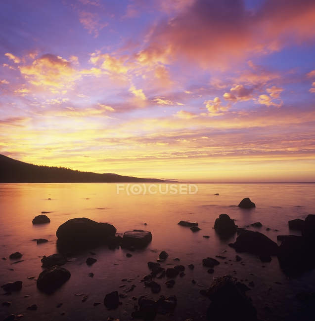 Sunrise on Robert Creek Beach, Sunshine Coast, British Columbia, Canada. — Stock Photo