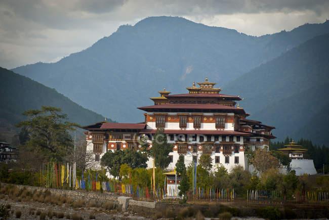 Residencia de invierno de Punakha Dzong de cuerpo Central monacal de Bután en Punakha, Bhután. - foto de stock