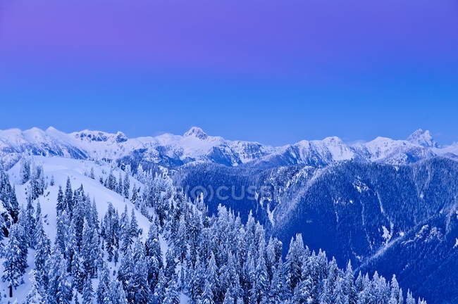 Dawn in snow-capped landscape of Mount Seymour Provincial Park, British Columbia, Canada — Stock Photo