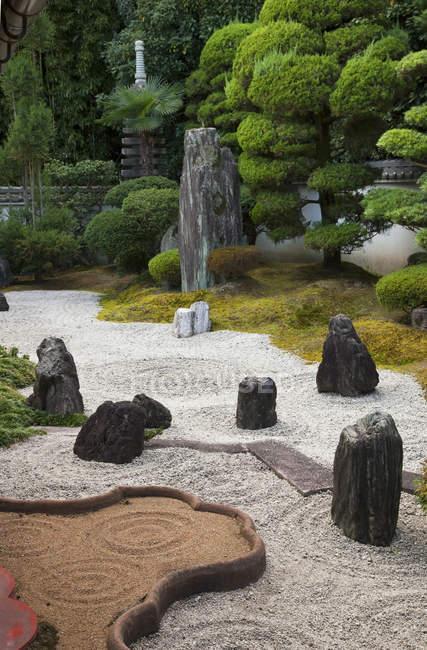 Сад Дзен в подхраме Рэюн-ин комплекса Тофуку-дзи в Киото, Япония . — стоковое фото