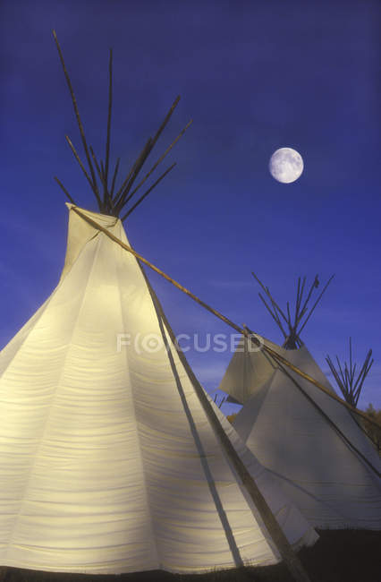 First Nations teepee village above Fraser River, British Columbia, Canada. — Stock Photo