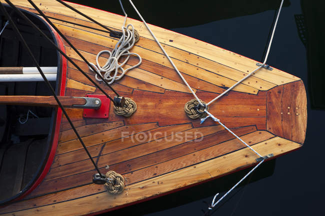 Top view of wooden boat with ropes — Stock Photo