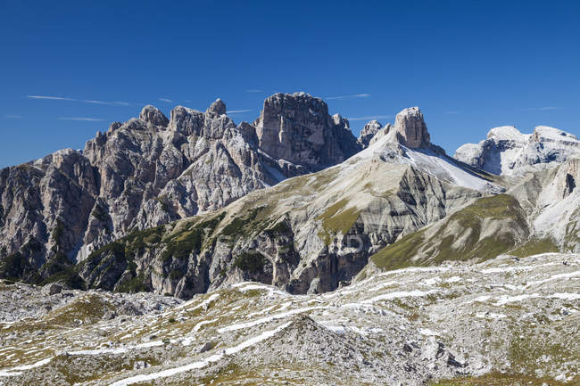 Rocks and mountain landscape of Dolomites mountain range in north-eastern Italy. — Stock Photo
