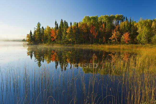 Autumnal mood at Bunny Lake near Sioux Narrows, Northwestern Ontario, Canada — Stock Photo