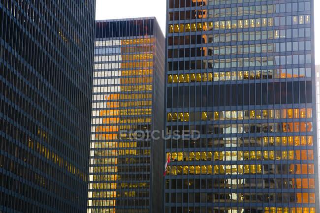 Ambiente de noche en el distrito financiero de Toronto, Ontario, Canadá - foto de stock