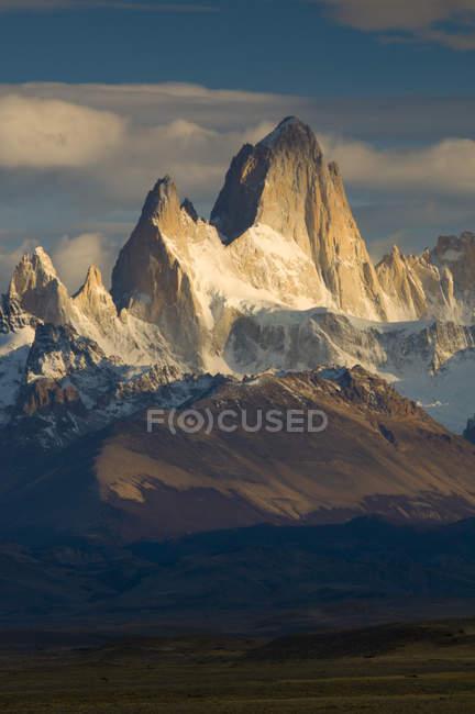 Cerro Fitzroy in morning light, Parque Nacional Los Glacieres, Patagonia, Argentina — Stock Photo